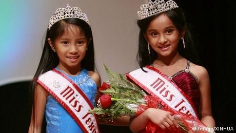 Kinder beim Schönheitswettbewerb in den USA