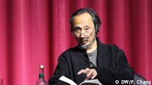 Chinesischer Autor im Exil: MA Jian Autor MA Jian auf der Veranstaltung ungehörte Stimmen in Köln am 20.09.2013 Foto aufgenommen von CHANG Ping (DW Freier Mitarbeiter)
