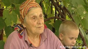 Катерина Бучинська: ...більшість падала живих, і земля потім ще ворушилась ... (кадр з фільму)
