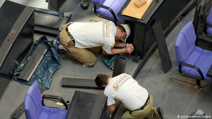 workers dismantling seats in plenary halll in bundestag Photo: Tim Brakemeier dpa +++(c) dpa - Report+++