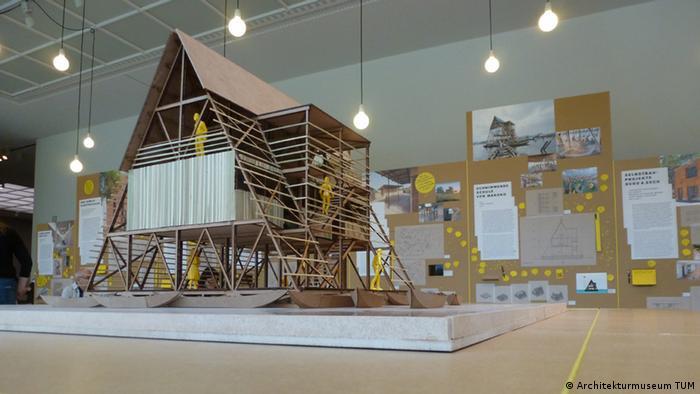 Modell der Schwimmenden Schule von Makoko in der Ausstellung Afritecture in München