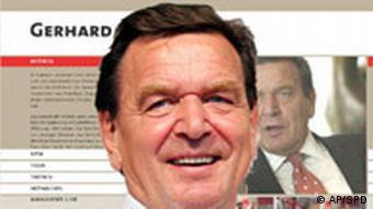 Gerhard Schröder vor seiner Webseite