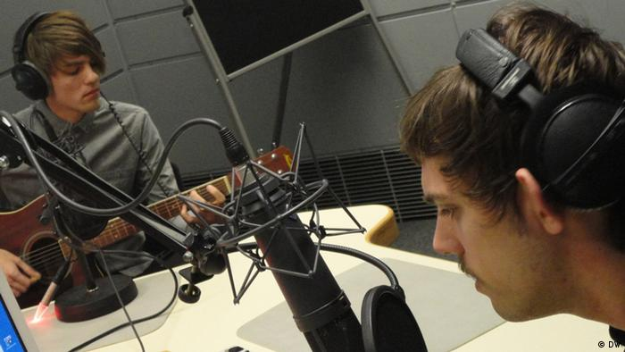 Sascha Lukas and David Stieffenhofer from the band Wyoming in the Pulse studio, Copyright: DW