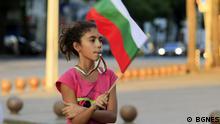 Дете с българското знаме в ръка