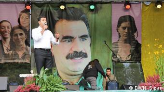 Selahattin Demirtaş, der Vize-Parteivorsitzende der kurdischen Partei des Friedens und der Demokratie, auf dem Kurdischen Festival in Dortmund (Foto: DW/Sipar)