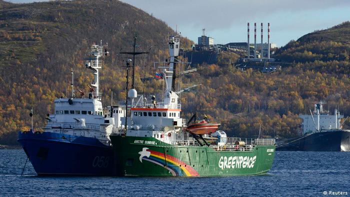 Greenpeace Schiff wird nach Murmansk gezogen