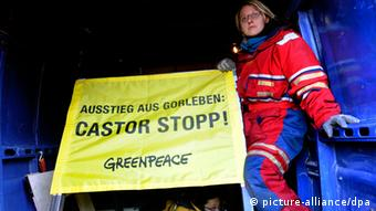Greenpeace protest against Gorleben (Photo: Julian Stratenschulte dpa/lni)