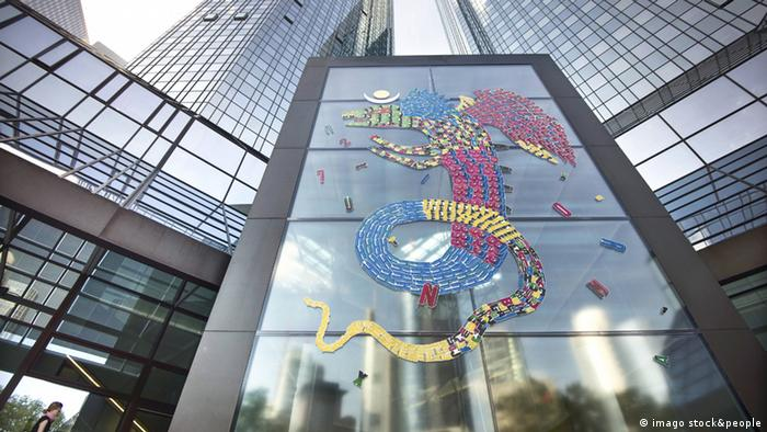 Dragon graffiti art spans five storeys of a skyscraper in Frankfurt Copyright: imago/epd