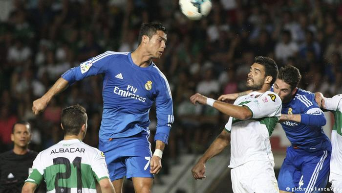 Real Madrid Portuguese striker Cristiano Ronaldo (2L) fights for the ball with Elche's Botia (2R), during their Spanish BBVA League First Division soccer match at Martinez Valero stadium in Elche, Spain, 25 Septembre 2013. EFE/Morell