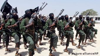 Shabaab-Kämpfer tranieren bei Mogadischu (Foto: (AP Photo/Farah Abdi Warsameh-FILE)