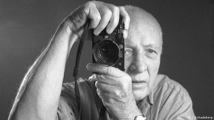 Picture of Jürgen Schadeberg with his Leica