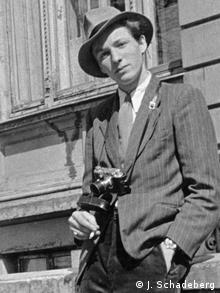 Jürgen Schadeberg wearing a hat as a young man aged 17 in 1949, a camera hanging around his neck Copyright: Jürgen Schadeberg