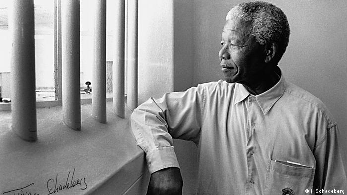 Beschreibung: Nelson Mandela als freier Mann 1994 in seiner Zelle auf Robben Island Copyright: Jürgen Schadeberg Bilder sollten im Zusammenhang/mit Verweis auf die Arbeit von Jürgen Schadeberg verwendet werden.