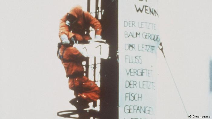 فعالین محیط زیست برای اولین بار در جهان در سال ۱۹۸۱ دودکش کارخانه بورینگر را به مدت ۲۶ ساعت تصرف کردند. این کارخانه سموم شیمیایی برای مبارزه با آفات و حشرات تولید میکرد که سرطانزا بودند. پس از این اعتراض دولت آلمان کنترلها را افزایش داد و در نتیجه این کارخانه تعطیل شد.
