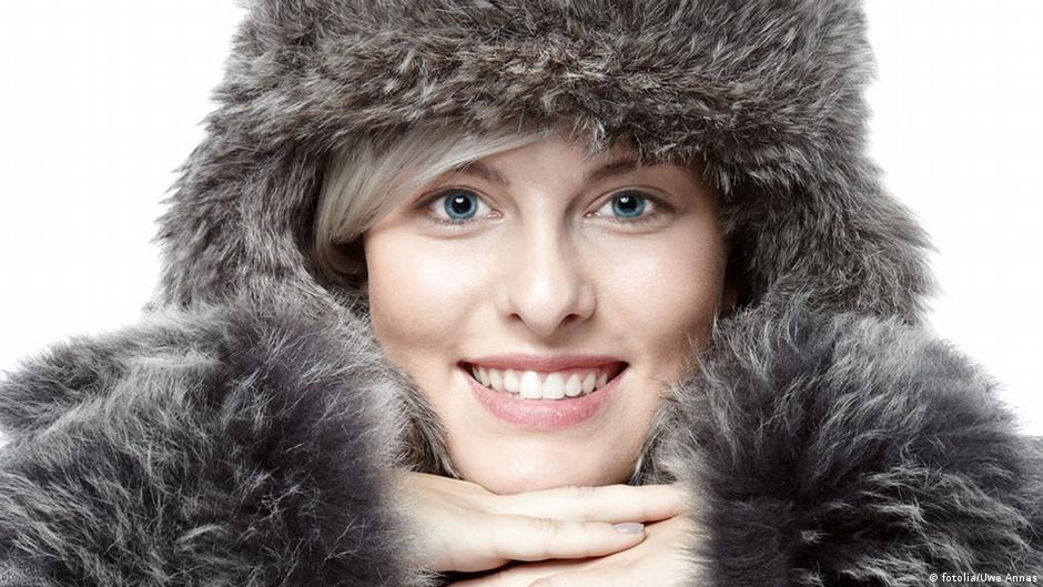 لماذا تشعر المرأة بالبرد أكثر من الرجل؟   DW   08.12.2014