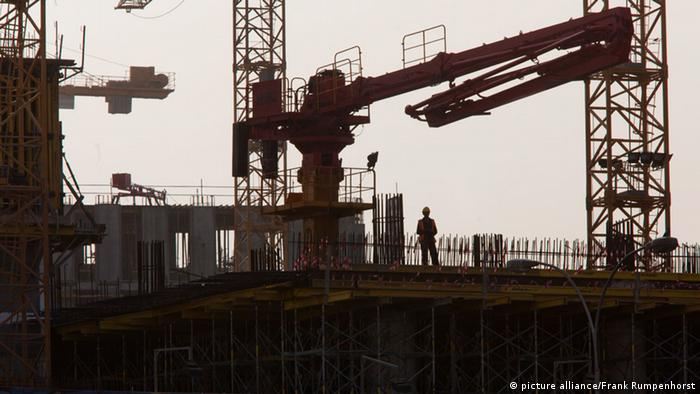 A Worker is pictured at a construction site in Doha, the capital city of Qatar, taken May 13, 2011. (Photo: dpa)