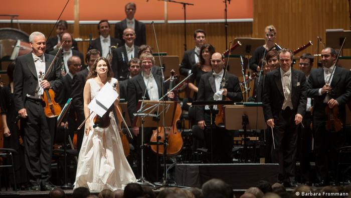 Patricia Kopatchinskaja cu Bamberger Symphoniker pe scena Beethovenhalle din Bonn