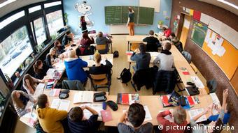 No ensino médio, os alunos tendem a ficar desmotivados com as novas exigências de um outro idioma