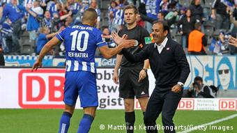 Änis Ben Hatira (L) of Hertha Berlin celebrates with head coach Jos Luhukay (R) after scoring the fourth goal during the Bundesliga match between Hertha BSC and 1.FSV Mainz 05 at Olympiastadion on September 28, 2013 in Berlin, Germany. Photo: Matthias Kern/Bongarts/Getty Images