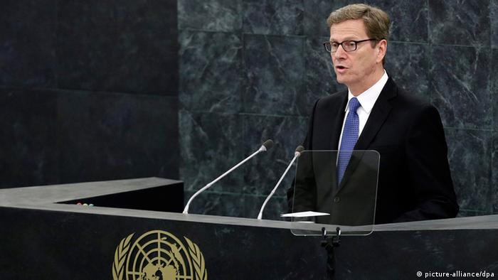 epa03887745 Guido Westerwelle, Foreign Minister of Germany addresses the 68th session of the United Nations General Assembly at United Nations headquarters in New York, USA, 28 September 2013. EPA/JASON SZENES +++(c) dpa - Bildfunk+++
