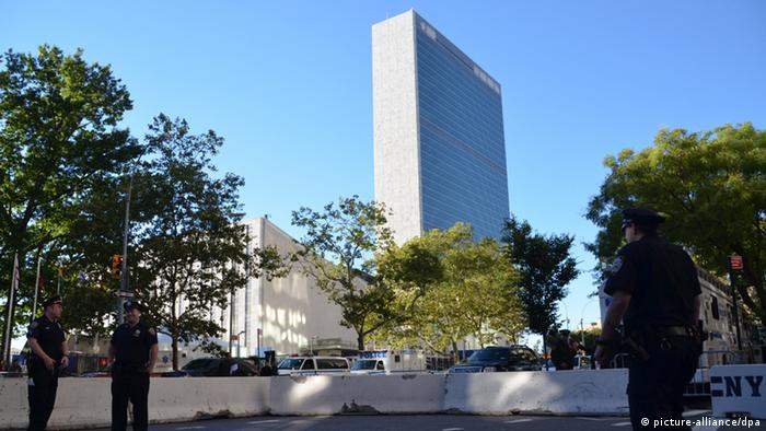 Polic red guarding UN headquarters in New York. Photo: Chris Melzer dpa