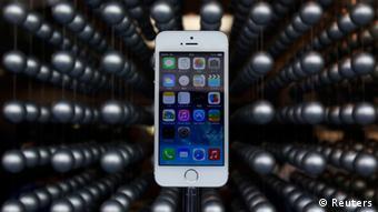 Muchos jóvenes se sienten excluidos, por ejemplo, por no usar teléfonos inteligentes.