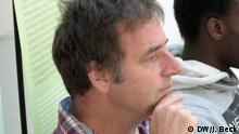 Rainer Tump ist entwicklungspolitischer Berater (Consultant). Z.B. beim Aufbau von Saatgutbanken in Mosambik, der Wasserversorgung zwischen Namibia und Angola oder der Unterstützung der Friedensbemühungen im krisengeschüttelten Guinea-Bissau. Er engagiert sich auch bei der in Bielefeld ansässigen NGO Koordinierungskreis Mosambik (KKM). Das Foto wurde auf der Jahrestagung 2013 des KKM in Bielefeld aufgenommen. Seine Homepage: www.rt-consult.de Ort: Bielefeld, Deutschland Datum: 29.09.2013 zugeliefert von: Johannes Beck copyright: DW/Johannes Beck