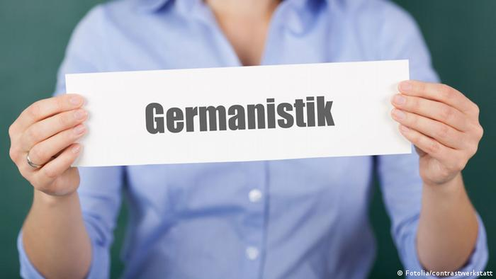 Слово германистика на листке бумаги