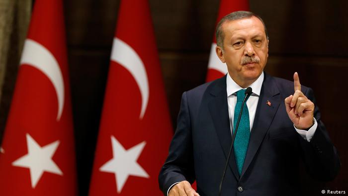 Der türkische Premier Recep Tayyip Erdogan spricht vor der Presse über das Reformpaket am 30.09.2013 (Foto: Reuters)