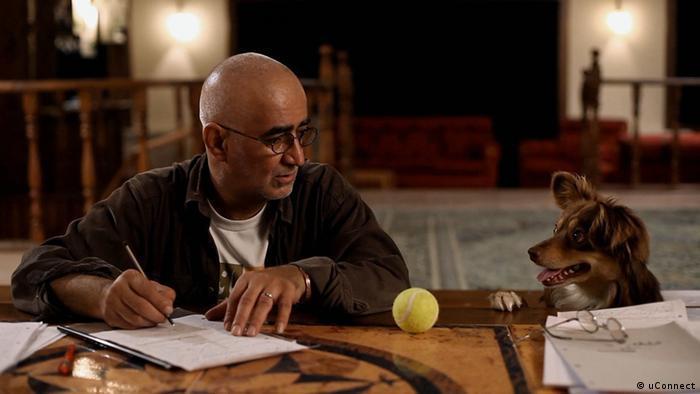 در سال ۲۰۱۳ فیلم پرده، ساخته جعفر پناهی و کامبوزیا پرتوی، خرس نقرهای برای بهترین فیلمنامه را کسب کرد. پناهی مانند دورههای گذشته جشنوارهی برلین این بار نیز شانس آمدن به پایتخت آلمان و حضور در برلیناله را نیافت. صحنهای از فیلم پرده.