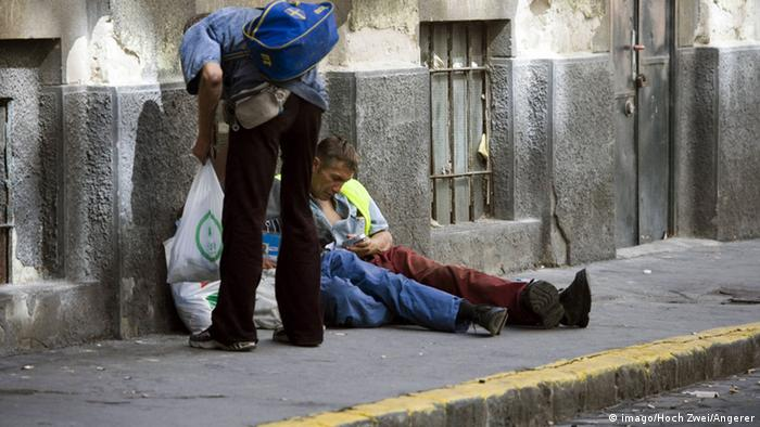 Homeless people in Hungary (Photo: Kbdig Group photo Poverty Society Travel Europe)