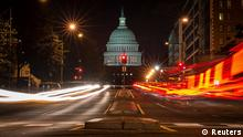 A red traffic light stands in front of the U.S. Capitol building in Washington September 30, 2013, approximately one hour before the U.S. federal government partially shut down after lawmakers failed to compromise on an emergency spending bill. REUTERS/James Lawler Duggan (UNITED STATES - Tags: POLITICS BUSINESS TRANSPORT HEALTH TPX IMAGES OF THE DAY EMPLOYMENT)