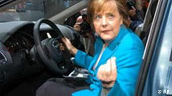 Merkel macht Wahlkampf auf der IAA