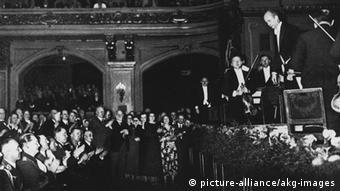 Furtwängler conducting in front of Hitler. Copyright: Ebersteinburg (Baden- Baden)