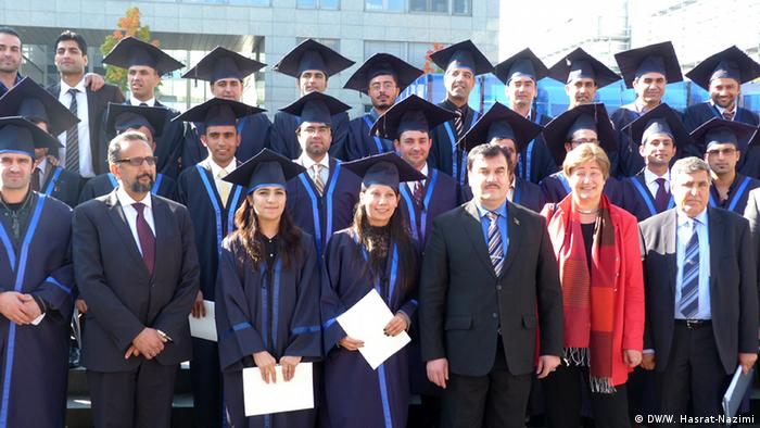 Master-Absolventen in Wirtschaftswissenschaften 2013 an der Universität Bochum. (Foto: DW)