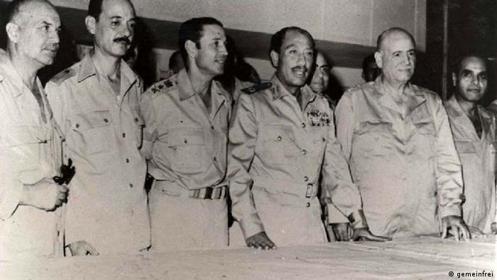 Sadat mit Offizieren
