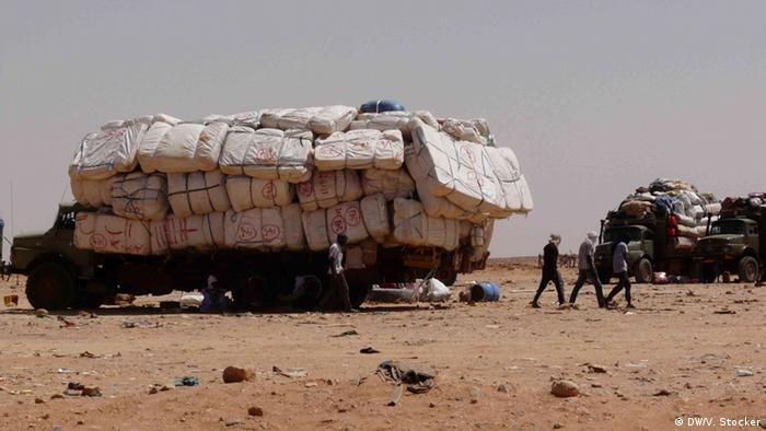 Goods and illegal migrants cross the border daily from Niger to Libya Copyright: DW/Valerie Stocker 20.9.2013