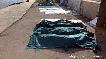 A row of dead bodies are covered with sheets at the port of Lampedusa, Italy, 03 October 2013. According to Italian port authorities, at least 82 bodies have been recovered off the Italian coast after a ship carrying migrants sank near the southern island of Lampedusa. The ship, which was believed to be carrying hundreds of migrants from Somalia and Eritrea, suffered extensive damage as it approached the smaller island of Conigli. EPA/NINO RANDAZZO BEST QUALITY AVAILABLE. +++(c) dpa - Bildfunk+++