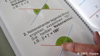 Ein typisches Schulbuch für Mathematik der Blindenstudienanstalt (Blista) in Marburg. (Foto: Stefanie Hoppe)