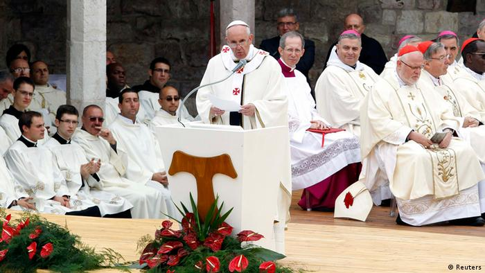 Papst Franziskus in Assisi (Foto: rtr)