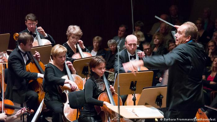 Дмитрий Лисс дирижирует Уральским филармоническим оркестром