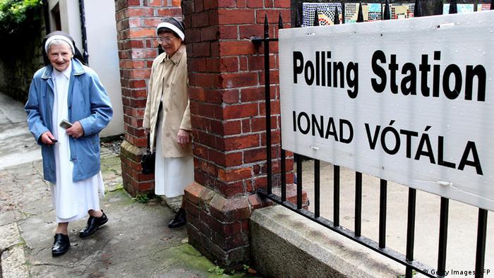 Auch katholische Nonnen stimmten in Dublin über die Auflösung des Senats ab (Foto: afp/Getty Images)