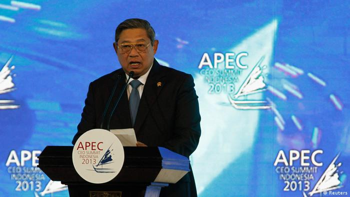 Indonesia's President Susilo Bambang Yudhoyono delivers his speech during the opening of the Asia-Pacific Economic Cooperation (APEC) CEO Summit in Nusa Dua, Indonesia resort island of Bali October 6, 2013. REUTERS/Beawiharta