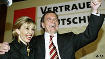 Gerhard Schröder erklärt sich zum Sieger