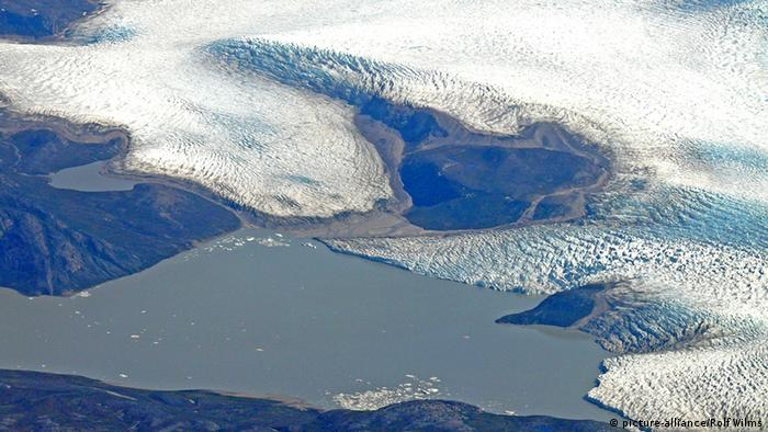 Вид сверху на берега Гренландии