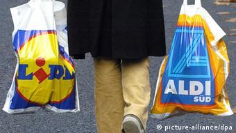 Symbolbild Aldi Lidl Discounter Plastiktüte