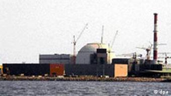 Iran will nach Fristablauf Uran-Anreicherung wieder aufnehmen Iran Atomkraftwerk im Süden des Landes undatiertes Foto Uran Atomstreit