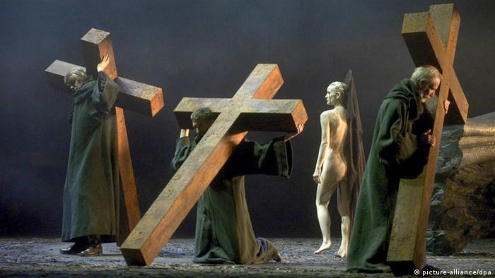 Escena de la ópera Don Carlos, en Erfurt.