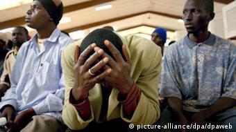 Wakimbizi wa Kiafrika waliokwama nchini Morokko hupatiwa msaada wa kiutu na kundi la wanaharakati wanafunzi.