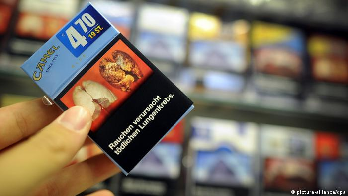 Pack of cigarettes with a health warning depicted (Photo: Jonas Güttler/dpa)